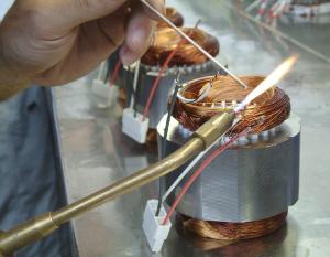 Avvolgimenti motori elettrici - lavorazione manuale